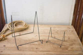 Large Wire Easel with Metal Finish