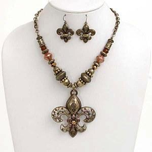 Ornate Fleur de Lis Pendant Necklace Set Brass