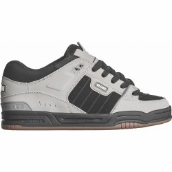 The Fusion is a rugged, fully padded skate shoe, featuring Globe's S-Trac™ sole pattern, step in sock liner and TPR ollie reinforcement. 09.5