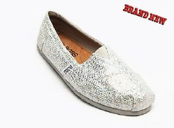 Look pretty and help the world in the SKECHERS BOBS-Earth Mama shoe. Soft glitter canvas fabric upper in a slip on casual flat shoe with stitching accents. 05