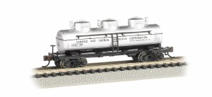 N Scale Carbide & Carbon Chemicals Corp 3-Dome Tank Car - 17155