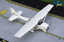 1:72 Scale Cessna 172 Skyhawk N362SP - GGCES008