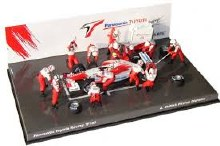 1:43 Scale Panasonic Toyota Racing TF102 A. McNish Pitstop Diorama