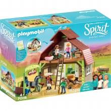Barn With Lucky, Pru & Abigail - 70118