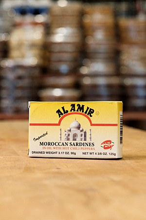Al Amir Sardines in Oil with Chili Peppers 38oz