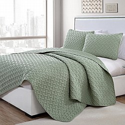 VCNY Home Nia Embossed Quilt Set - Twin