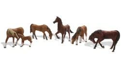 Chestnut Horses HO Scale