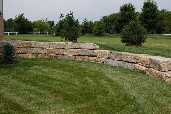 Ledge Rock Retaining Wall