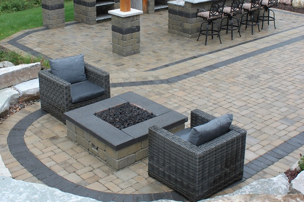 Fendt Old World Vintage with Square Firepit
