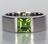 Green tourmaline ring 18kt white gold
