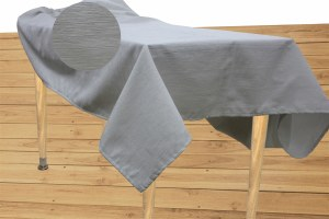 """Jacquard Tablecloth White and Silver Textured Pattern Includes 5 Napkins 60"""" x 72"""""""
