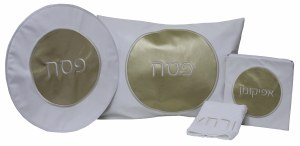 Pesach Set Vinyl 4 Piece White and Gold Circle Design