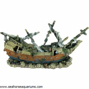 Shipwreck Decor Ornament XL