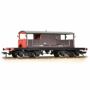 Bachmann OO 33-827C 25 Ton Queen Mary Brake Van SR Brown Small Lettering