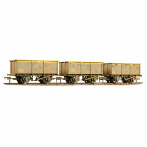 Bachmann OO 37-275SD 27 Ton ZKV Tipple Wagons BR Engineer 'Dutch' livery Weathered Triple Pack