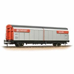 Bachmann OO 37-601C BR VGA Van BR Railfreight Red (Speedlink)