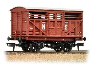 Bachmann OO 37-706A 12 Ton LMS Cattle Wagon NE Brown