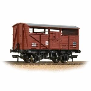 Bachmann OO 37-712D 8T Cattle Wagon BR Bauxite (Late)