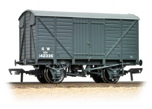 Bachmann OO 37-730C 12 Ton Ventilated Van GWR Dark Grey