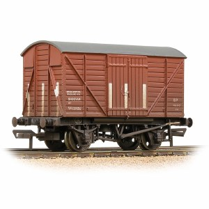 Bachmann OO 37-902B GWR 12T Shock Van Planked Ends BR Bauxite (Early) - Weathered