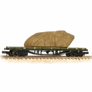 Graham Farish N 373-928 30 Ton Bogie Bolster WD WW1 Khaki with Sheeted Tank Load