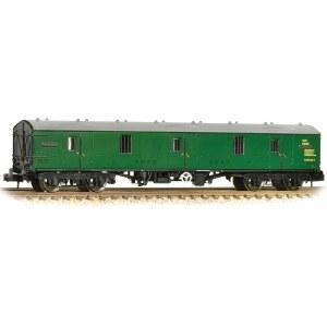 Graham Farish N 374-131A BR Mk1 GUV BR Green