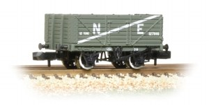 Graham Farish N 377-090 7 Plank Wagon End Door NE Grey