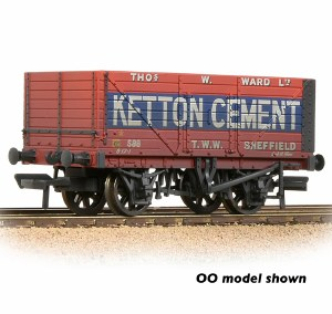Graham Farish N 377-126C 8 Plank Wagon End Door 'Ketton Cement' Red - Weathered