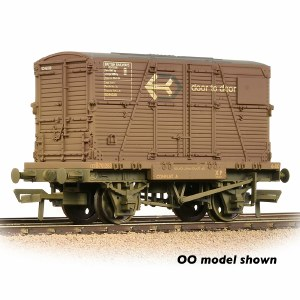 Graham Farish N 377-331 Conflat Wagon BR Bauxite (Early) With 'Door-To-Door' BD Container - Weathered - Includes Wagon Load