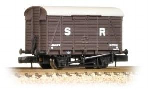 Graham Farish N 377-425 12 Ton Southern Planked Ventilated Van SR Brown