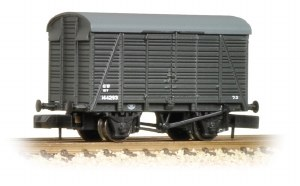 Graham Farish N 377-428 12 Ton Southern 2+2 Planked Ventilated Van GWR Grey