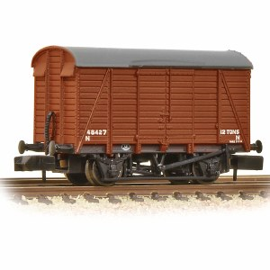 Graham Farish N 377-429 12 Ton Southern Planked Ventilated Van BR Bauxite