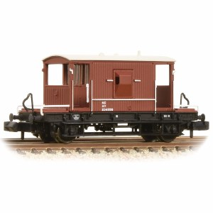 Graham Farish N 377-527C 20 Ton Brake Van LNER Oxide