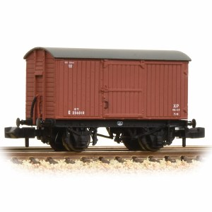 Graham Farish N 377-976A 12 Ton Eastern Ventilated Van Planked Ends BR Early