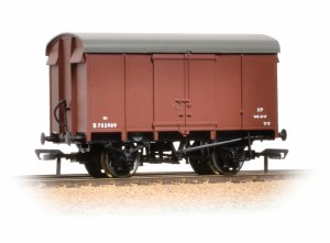 Bachmann OO 38-076C 12 Ton Southern Plywood Ventilated Van BR Bauxite (Early)