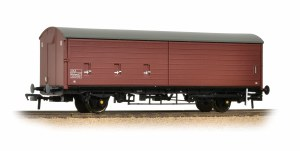 Bachmann OO 38-122 35 Ton VAA Sliding Door Box Van Railfreight Brown