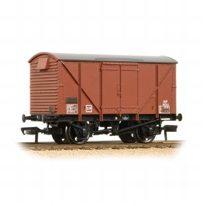 Bachmann OO 38-171D 12 Ton BR Plywood Ventilated Van Bauxite (Late)