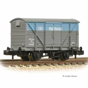 Bachmann OO 38-233 BR 12T Planked Ventilated Van with Plywood Door BR Departmental Rail Stores