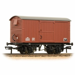 Bachmann OO 38-381A 12 Ton Ventilated Van Corrugated Ends BR Bauxite (Late)