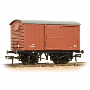 Bachmann OO 38-382 12 Ton Ventilated Fruit Van Corrugated Ends BR Bauxite (Early)