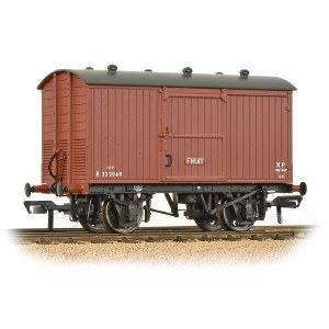 Bachmann OO 38-385A 12 Ton Fruit Van BR Bauxite (Early)