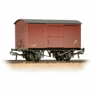 Bachmann OO 38-478 12 Ton Non-ventilated Van BR Bauxite (Late) Weathered