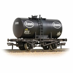Bachmann OO 38-777A 20T Class B Anchor-Mounted Tank Wagon 'Esso' Black - Weathered
