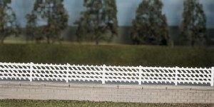 Ratio OO 426 LMS MR Station Fencing white