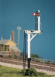 Ratio OO 476 LMS Round Post 4 Signals including Junction/Brackets