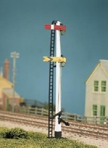 Ratio OO 477 LNWR Square Post 4 Signals including Junction/Brackets