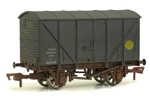 Dapol OO 4F-016-010 12T Non Ventilated Banana Van GWR Grey Weathered