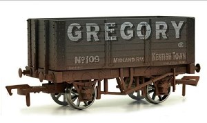Dapol OO 4F-072-010 7 Plank Wagon 9ft Wheelbase Internally Braced Gregory Weathered