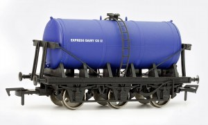 Dapol OO 4F-031-009 6 Wheel Milk Tank Express Dairy
