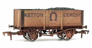 Dapol OO 4F-051-008 5 Plank Wagon Kenton Cement Weathered